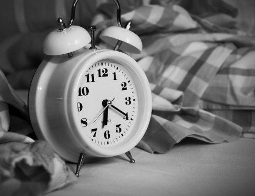 Warum bin ich tagsüber ständig müde und abends plötzlich wach?